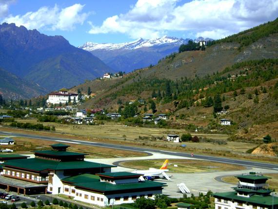 """""""Paro"""" oro uostas Butane."""