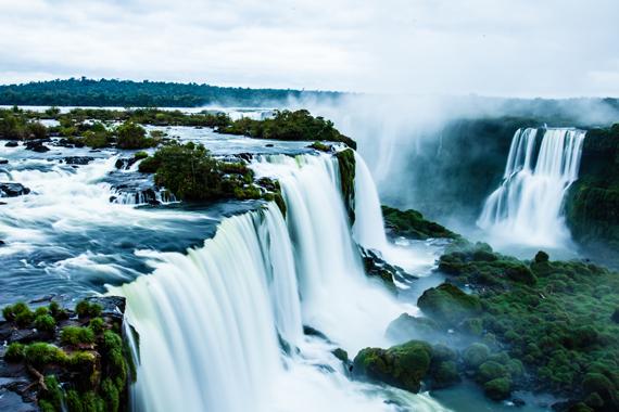 Igvasu kriokliai, Argentinos ir Brazilijos sandūroje