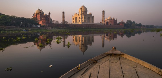 Tadž Mahalas iš valties