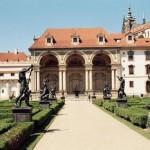 Praha: pirmas kartas. Gotikiniai statiniai, nesustojantis laikrodis ir kitos lankytinos vietos